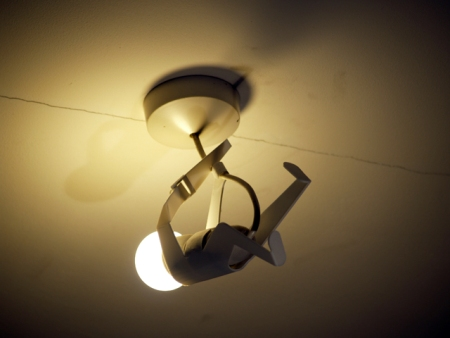 hombre lampara