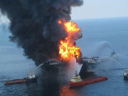 Deepwater Horizon planta petrolifera Wikimedia Commons