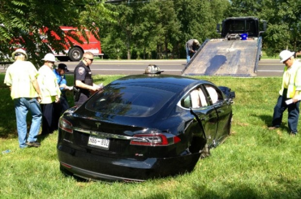 Tesla model S accidentado