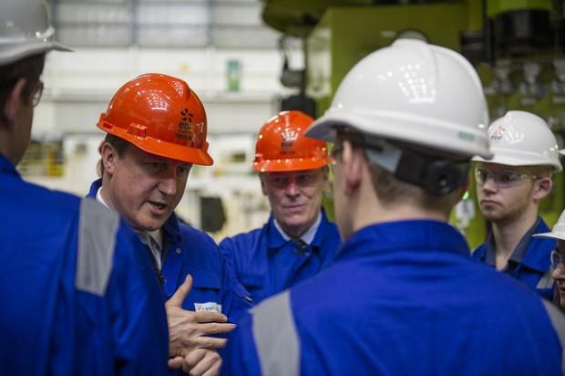 Cameron firma una nueva central nuclear