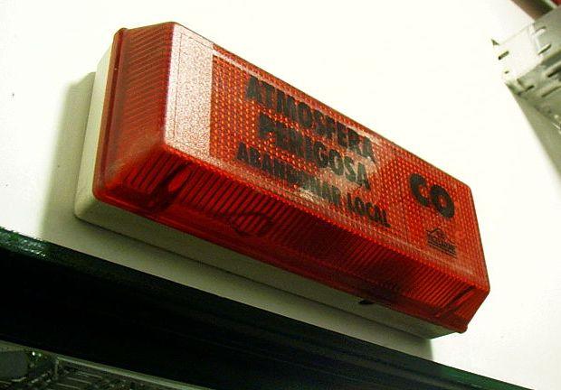 Indicador de monoxido de carbono de un garaje