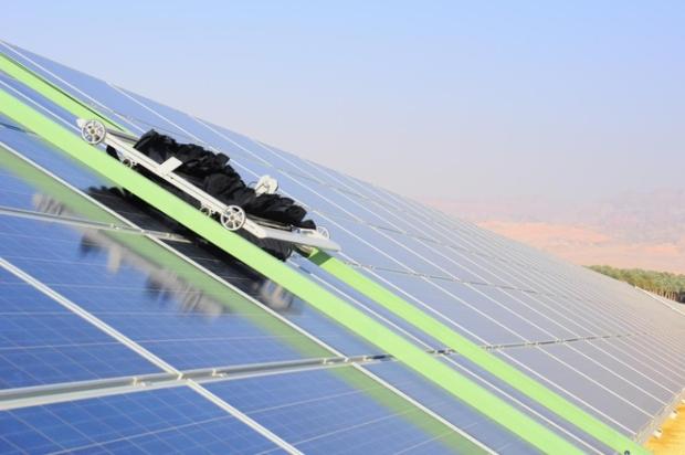 ecoppia E4 robot limpiador de paneles solares