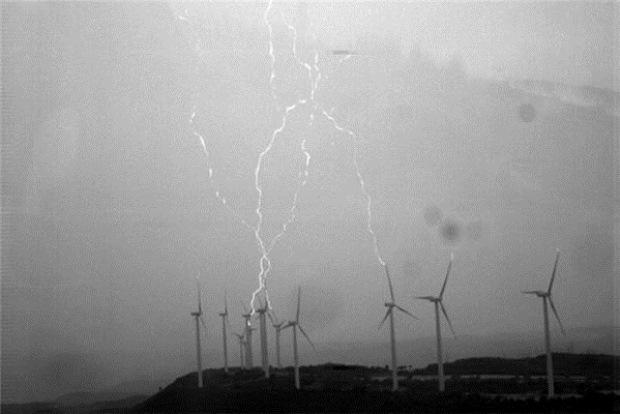 aerogeneradores alcanzados por rayos