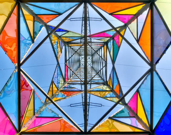 Leuchtturm torre electrica de colores