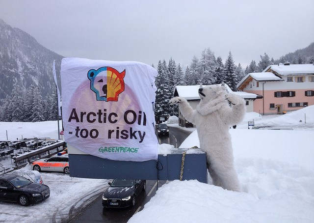 Shell - Tankstellen Besetzung Arctic oil - too risky by Greenpeace Switzerland