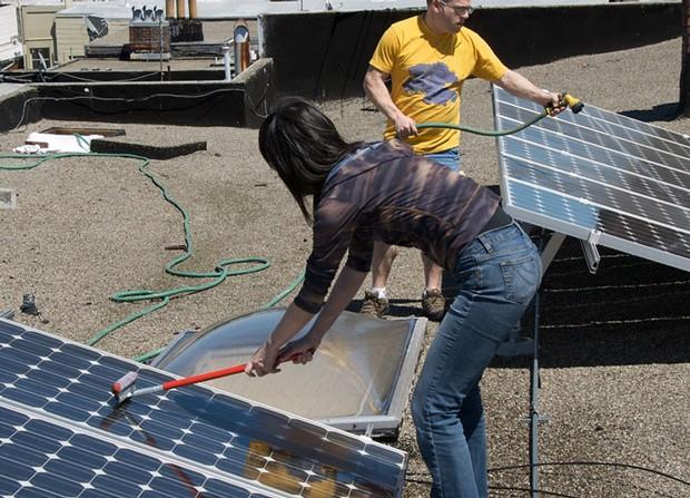 limpieza de paneles solares por brian kusler