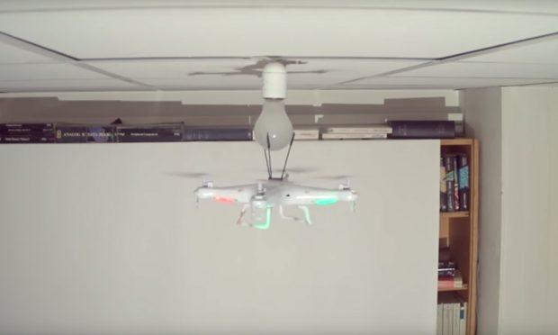 cambiando-bombilla-drones